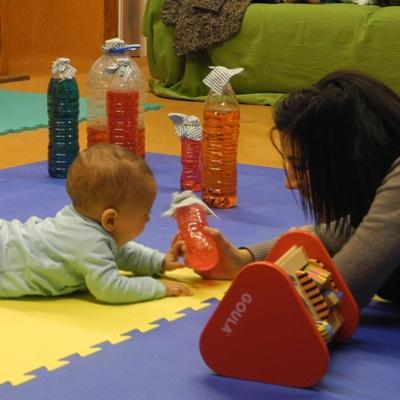 mare jugant amb nen